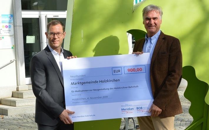 Spendenscheckübergabe am Bahnhof Holzkirchen