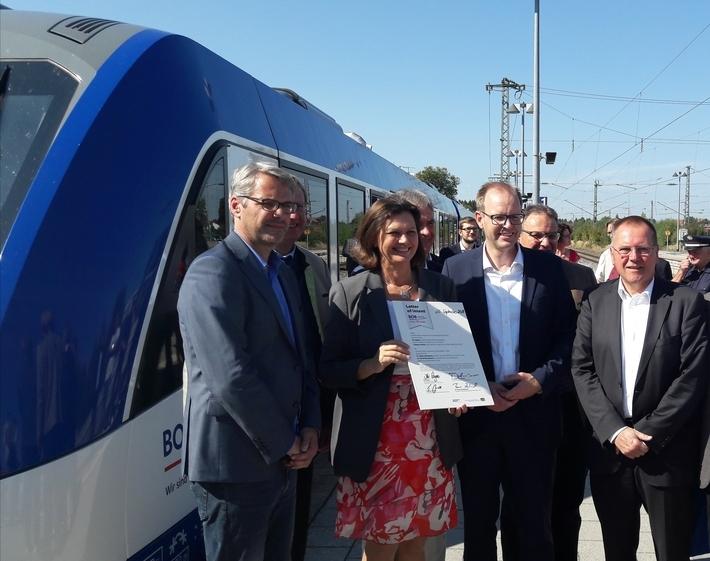 Vertragsunterzeichnung neuer Züge für die BOB