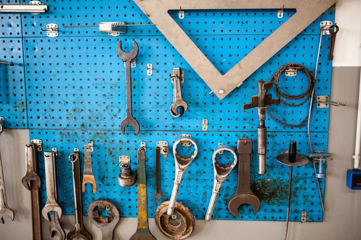 Werkstatt Werkzeuge an der Wand