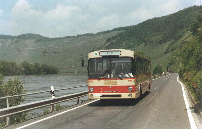 Ein Magirus-Bus vor der Wolfer Brücke (1985)