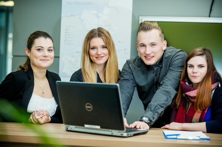 Von Service über Marketing zu Controlling: Die Auszubildenden bei der NordWestBahn lernen viele Themenbereiche in Deutschlands größtem privaten Eisenbahnunternehmen kennen.