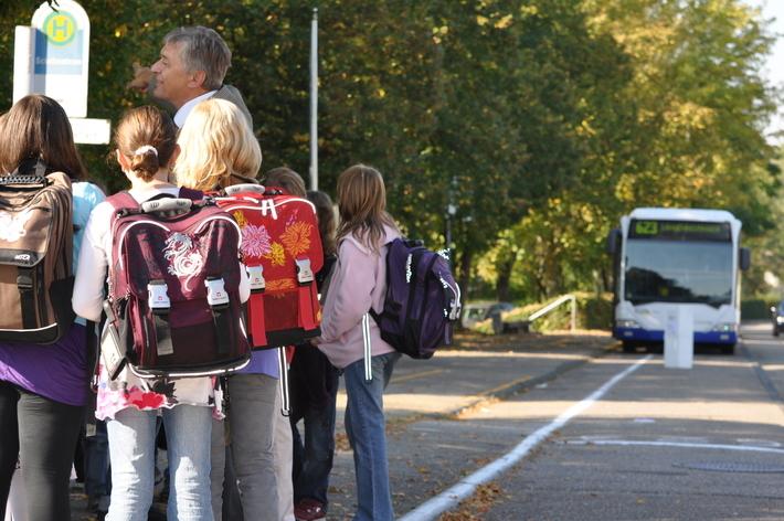 Schüler bekommen Schulbusverkehr erklärt