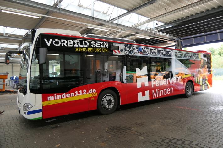 Der knallrote Feuerwehr-Bus