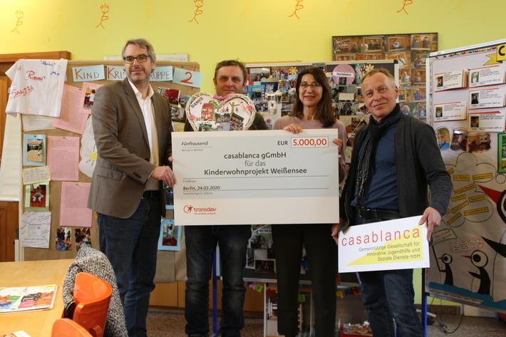 Spendenübergabe der Transdev-Gruppe an das Kinderwohnprojekt Weißensee von casablanca