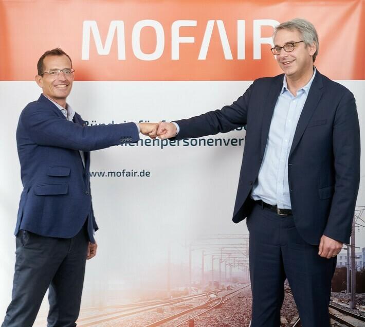 Staffelübergabe: Dr. Tobias Heinemann (rechts) wurde jetzt von den in mofair organisierten Wettbewerbsbahnen zum Nachfolger von Christian Schreyer (links) gewählt.