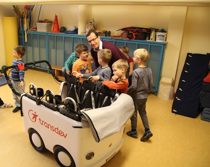 Christian Schreyer mit Transdev-Kinderbus